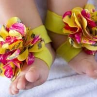 Quick & Easy Baby Barefoot Sandals - via @Craftsy
