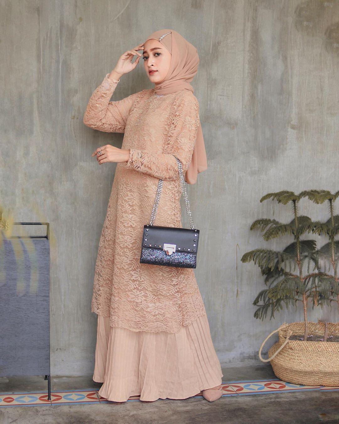 """Seviq Febinita di Instagram """"Kondangan style again!😋 Dress cantik"""