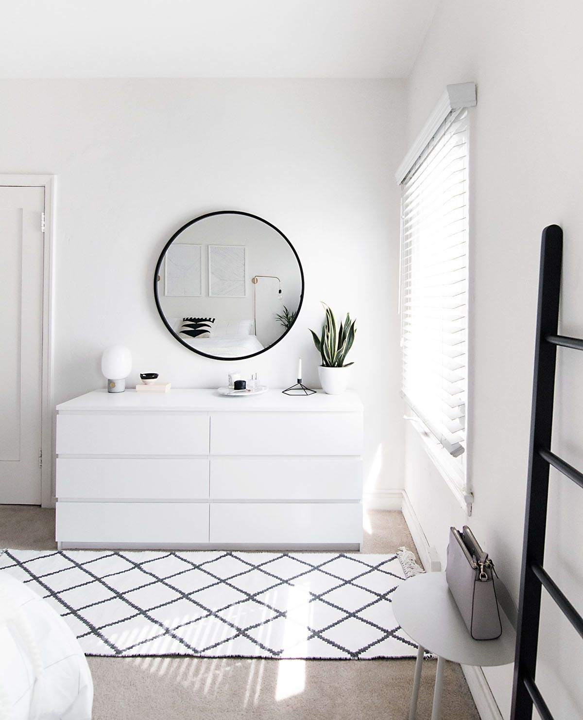 How to achieve a minimal scandinavian bedroom h o m e i for Minimalistische wohnungseinrichtung