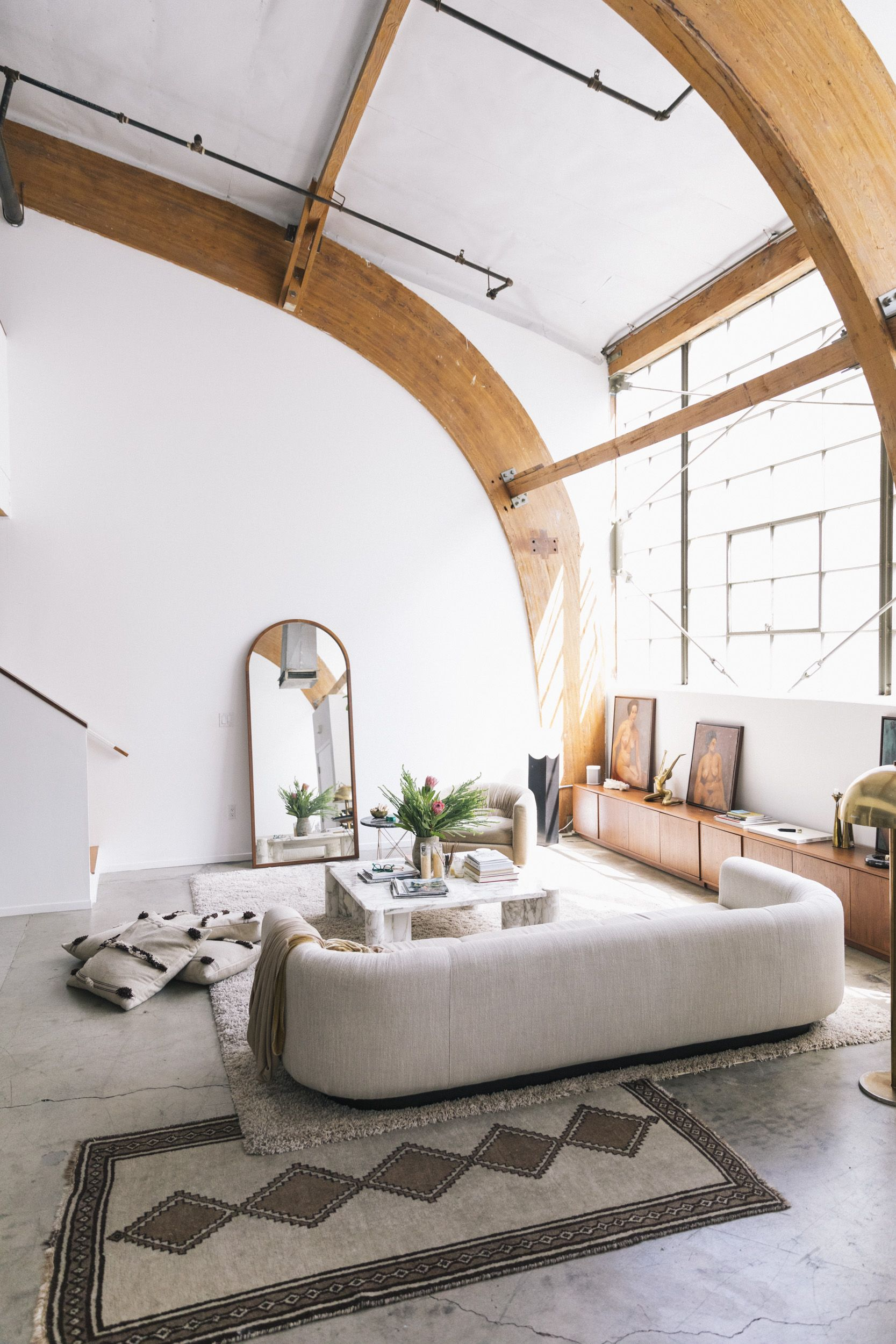 Sally Breer Interior Designer And Co Owner Of Etcetera With Her Team And Her Fiance Dan Medina At Work And At Home In Lo Home Interior Design Home And Living