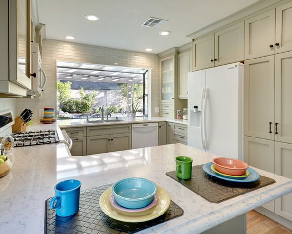 Traditional Kitchen Inspired With G Shaped Layout Kitchen Ideas Pinterest Cabinets The