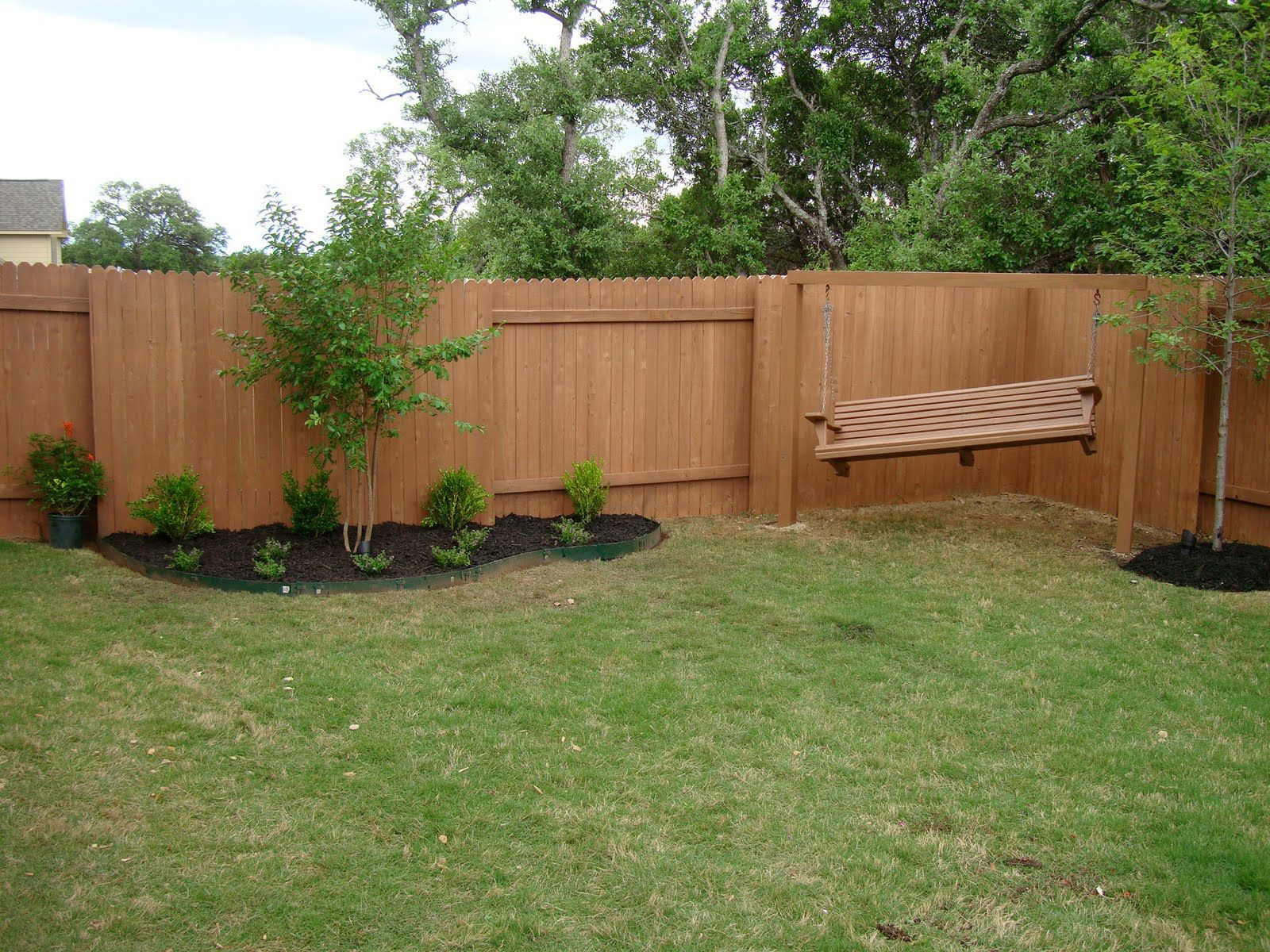 Small bakyards backyard design simple backyard design for Simple fence plans