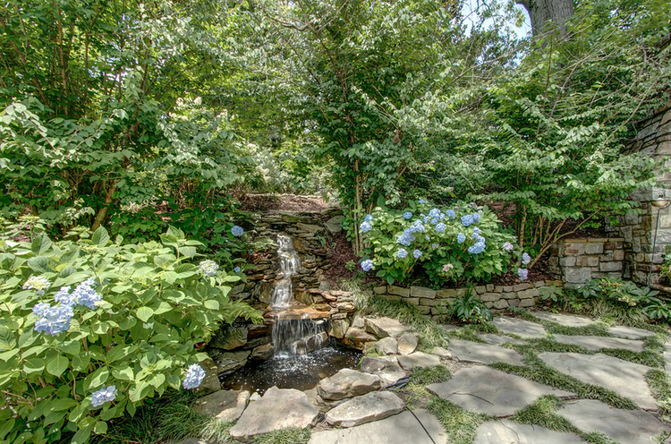 The Best Garden In Buckhead Amazing Gardens Fountains 400 x 300