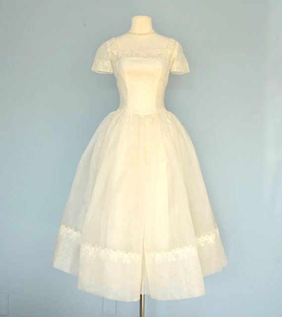 1950s Lace Wedding Dress...Lovely Buttery Yellow Lace Wedding Dress ...