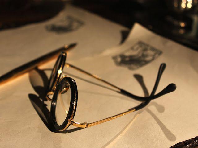 UNIVERSO PARALLELO: Dedicati a Gabriele d'Annunzio gli occhiali in ace...