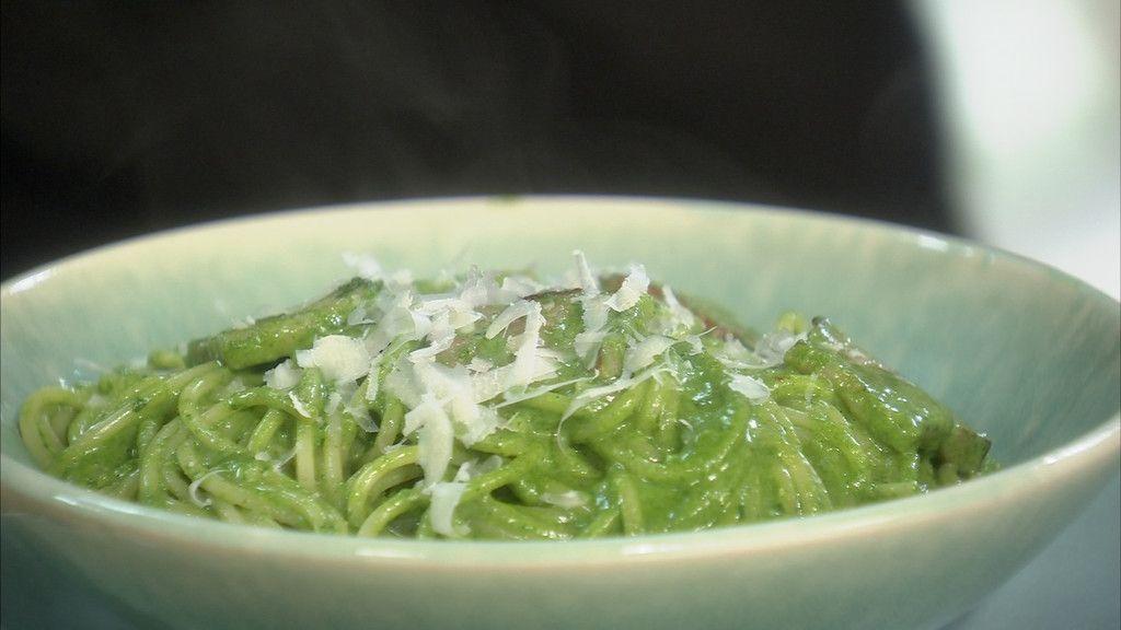 Petits Plats en Equilibre - Spaghettis carbonara à la crème d'épinards