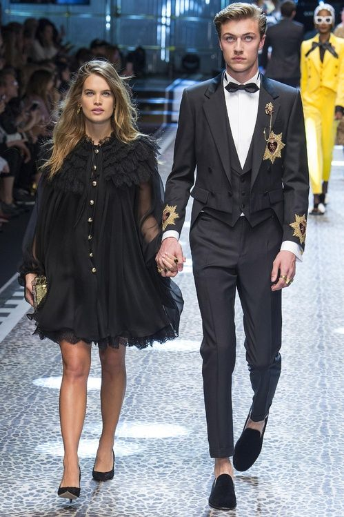 DGFamily  The all-star line-up at Dolce   Gabbana in 2019   Clothing ... 71859c26edb1