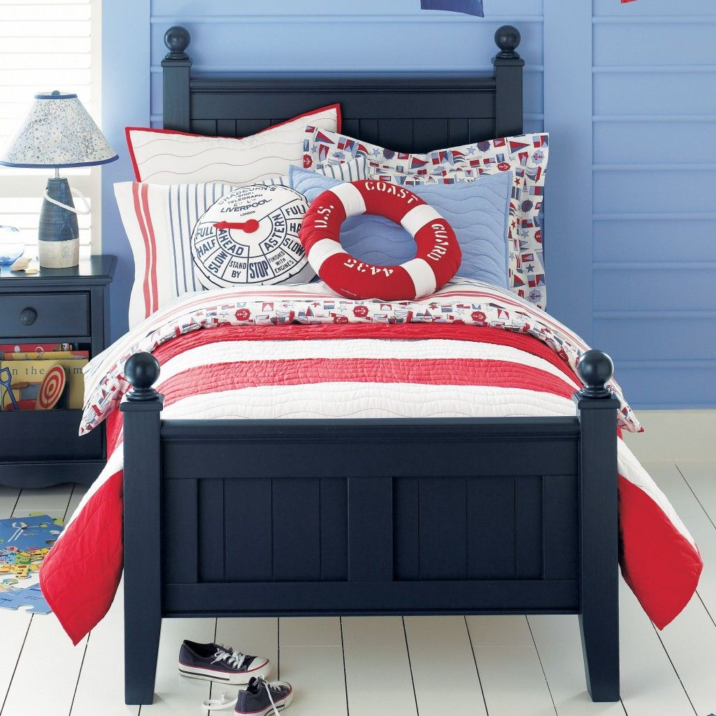 navy blue and red coastal bedroom | theme: vacation house