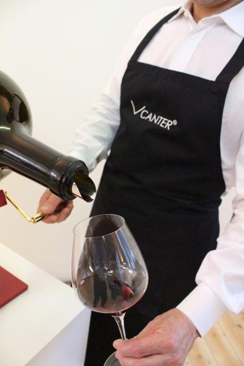 decanting large format wine and champagne bottles like a sommelier with the VCANTER ®  Dekantieren sie Großflaschen ( Big Bottles ) Wein und Champagner wie ein Sommelier mit dem VCANTER ® www.vcanter.com
