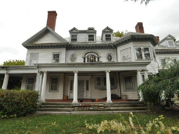 Boston S Jamaica Plain Area Is Full Of Beautiful Old Houses Along The Roads Victorian Homes House Historic Homes