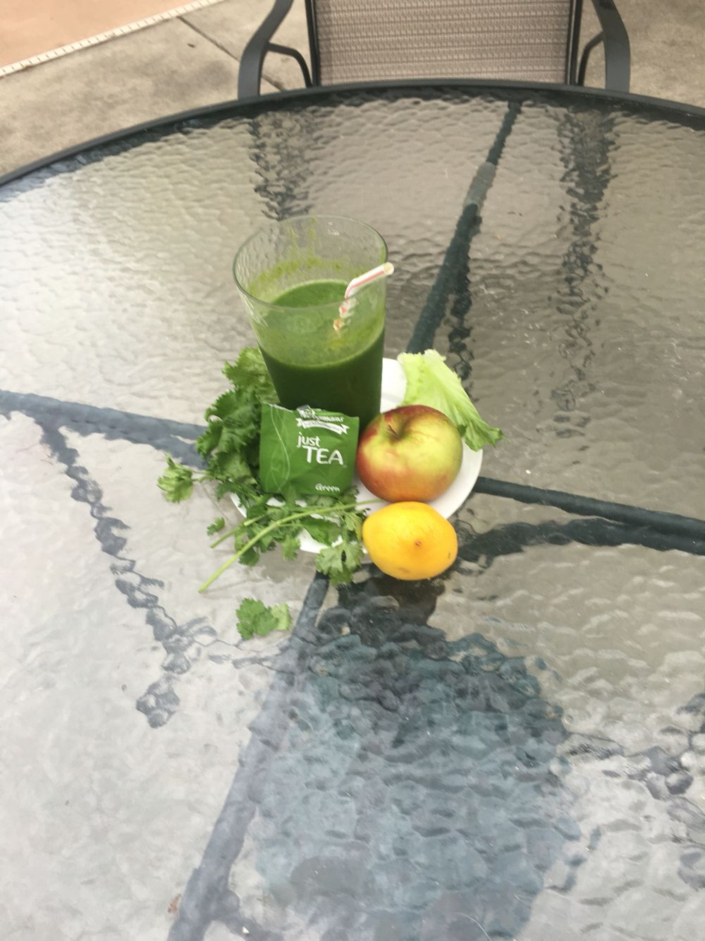 Super healthy green tea smoothie!!  Ingredients: 8.oz of green tea cooled Half the juice of a lemon,  2 cups of green leaf lettuce,  1 Apple Cilantro