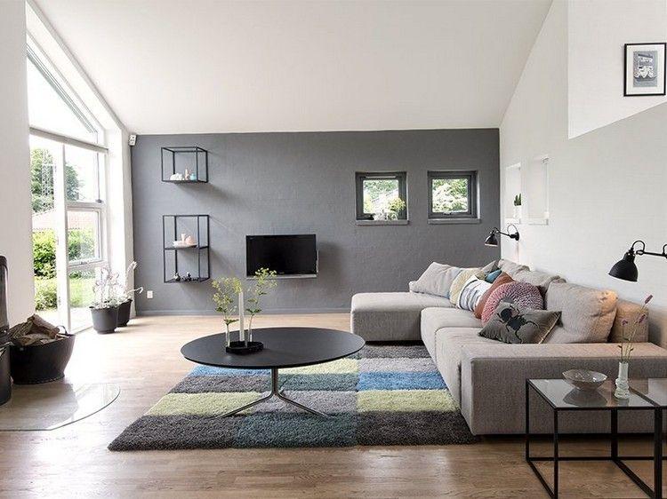 peinture salon grise canap gris clair et tapis en damier multicolore