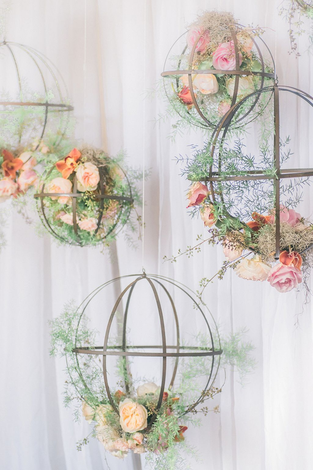 Hanging lights wedding decor   Beautiful Hanging Wedding Decor Ideas  Decoration Weddings