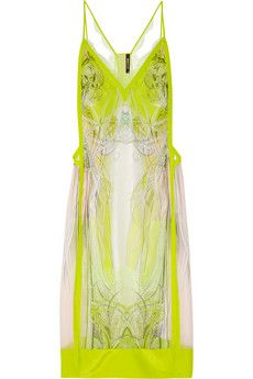 This dress makes me wish I could wear neon yellow!