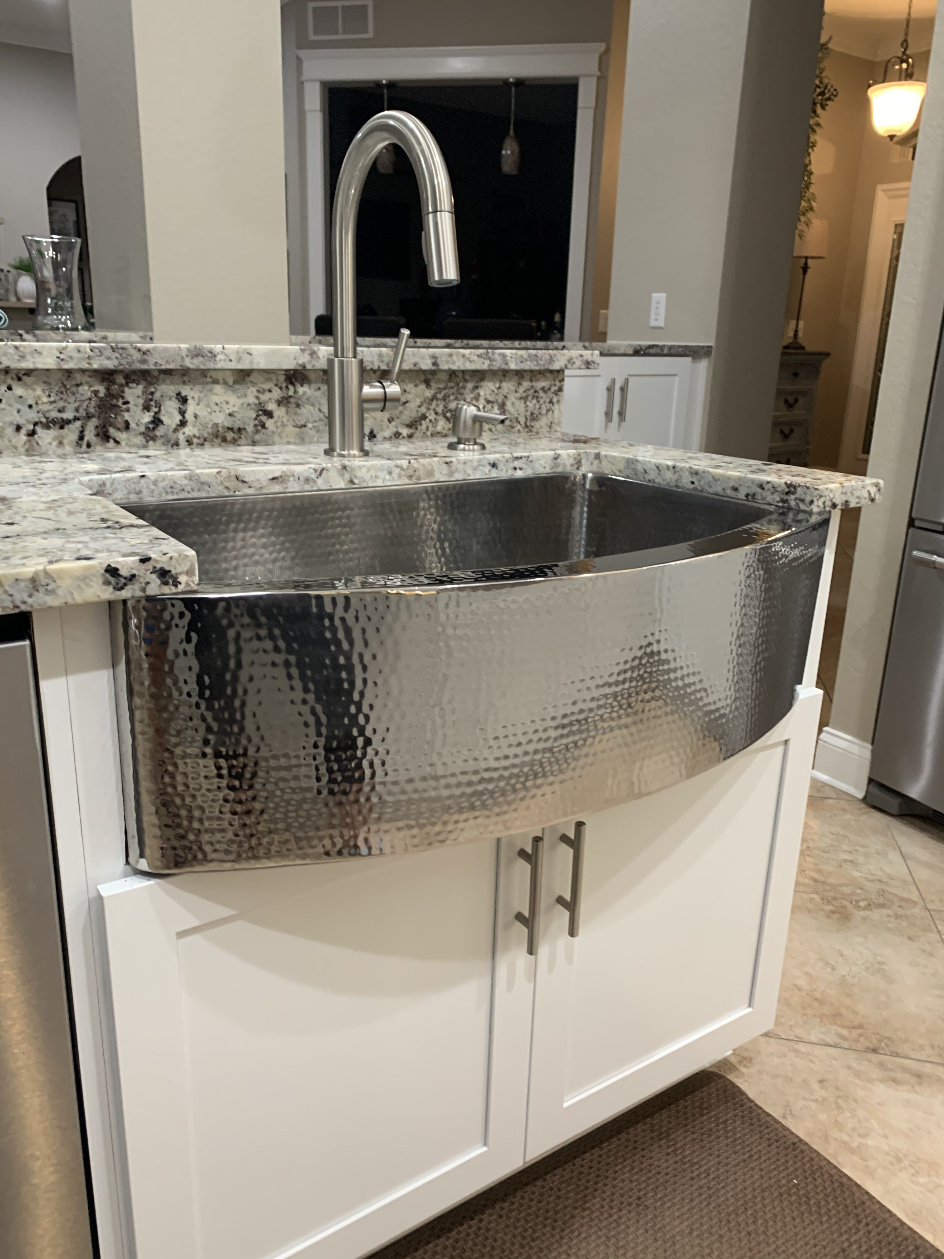 Hammered Stainless Steel Convex Rounded Farmhouse Sink In 2020 Farmhouse Sink Sink Home Fireplace