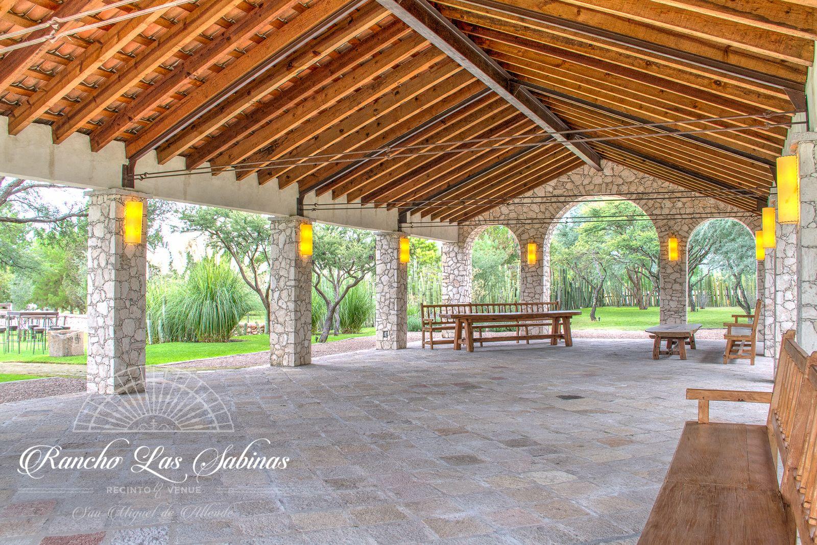 Pergola Open Space For Any Event Fachada De Casas Mexicanas Casas Para Eventos Terraza Eventos