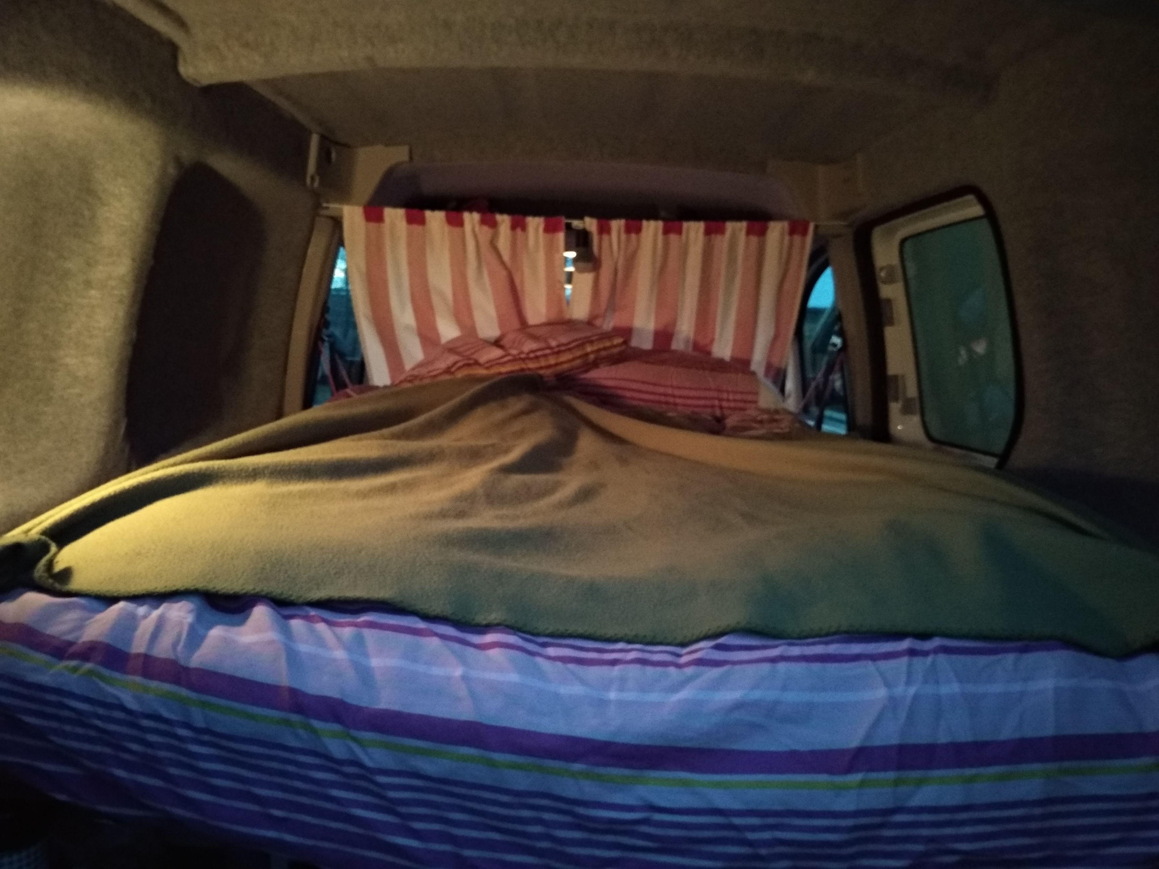 La cama montada en la camper van