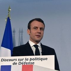 Emmanuel Macron speaks on the policy of Defence in Paris (329711)