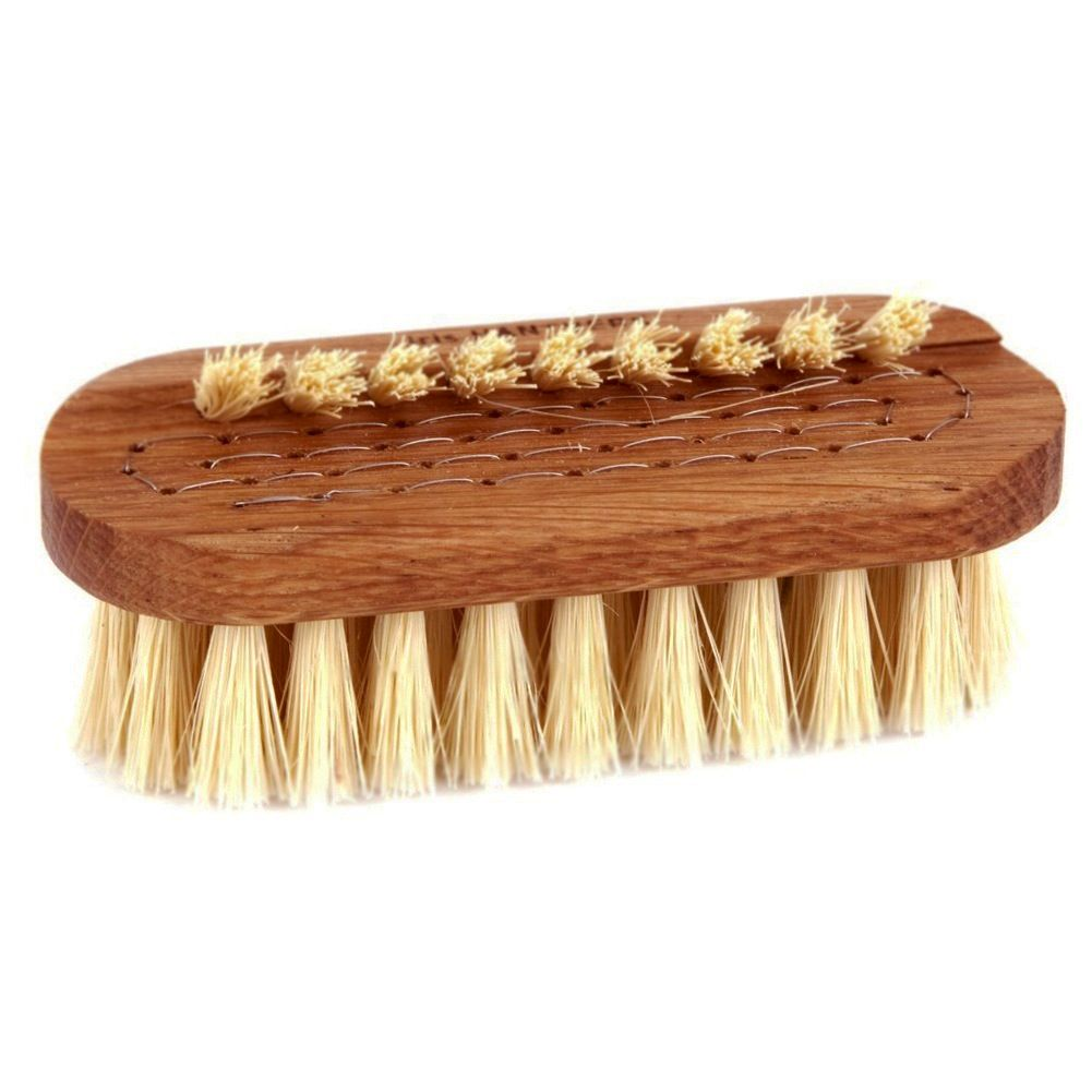 This brush is created to give your nails a gentle yet revitalizing deep clean.