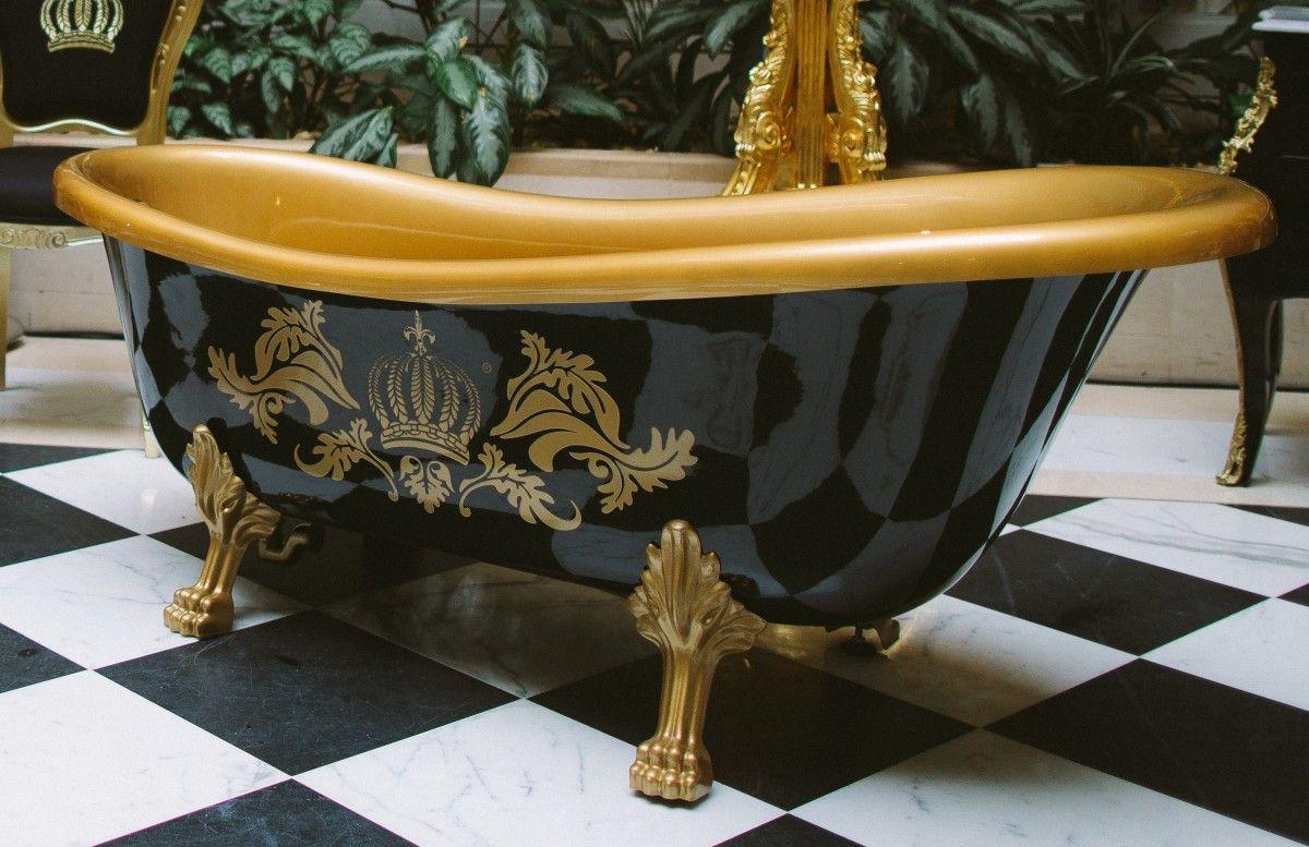 pompoos by casa padrino luxus badewanne deluxe freistehend von harald gloockler schwarz gold gold 1695mm mit goldfarbenen lowenfussen luxus badewanne schwarzes gold badewanne