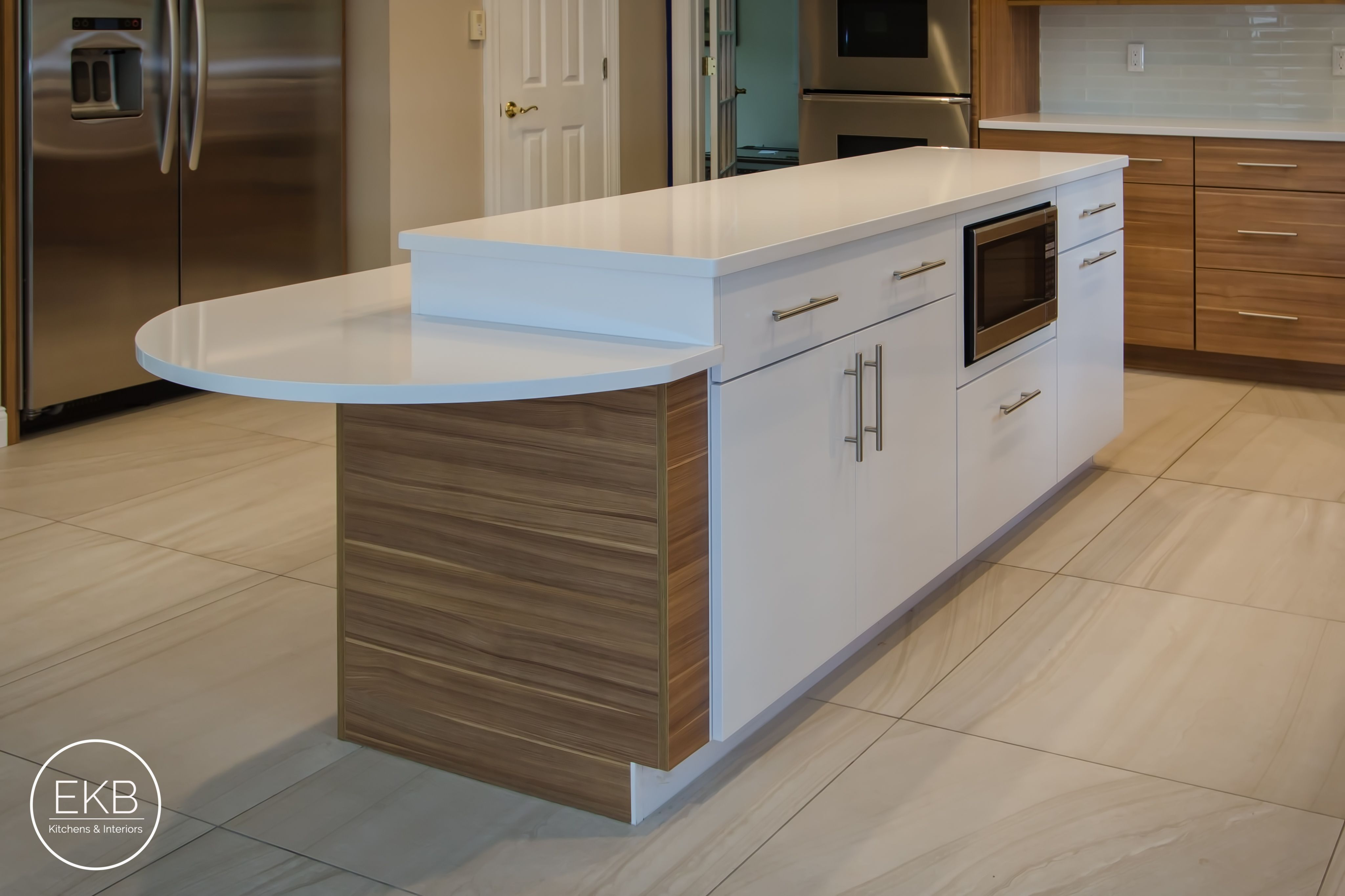 Shiloh Melamine Cabinets In Arizona Cypress And White Zues Silestone Countertops