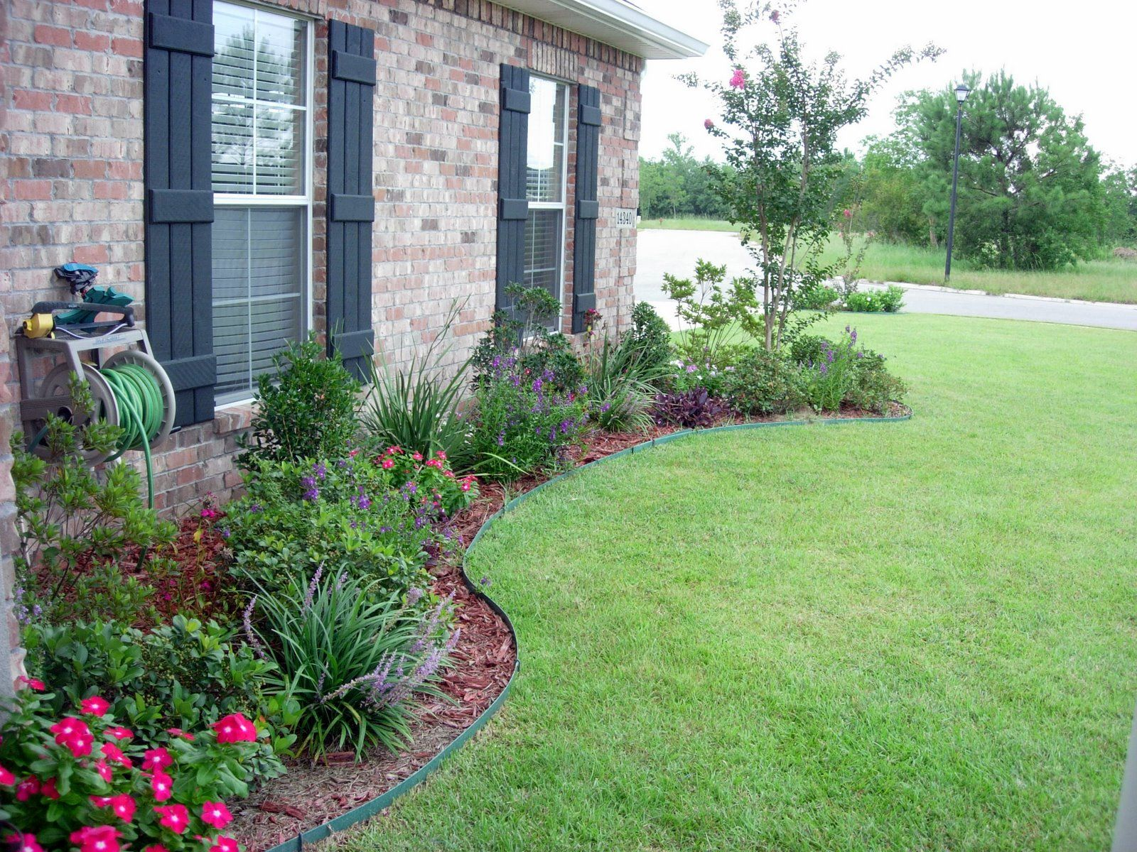 Flower bed designs for front of house use shrubs small for Ornamental grasses that stay green all year