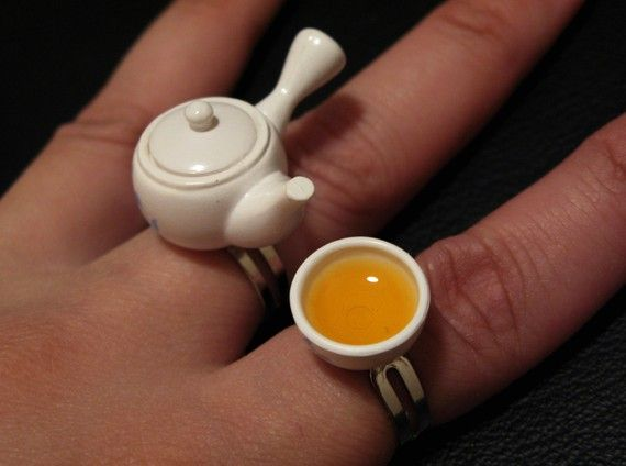 WHAT???? A teapot ring and cup??? So cute!