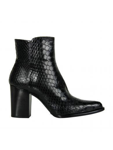 LE SILLA Le Silla Black Python Dym Ankle Boots. #lesilla #shoes #boots