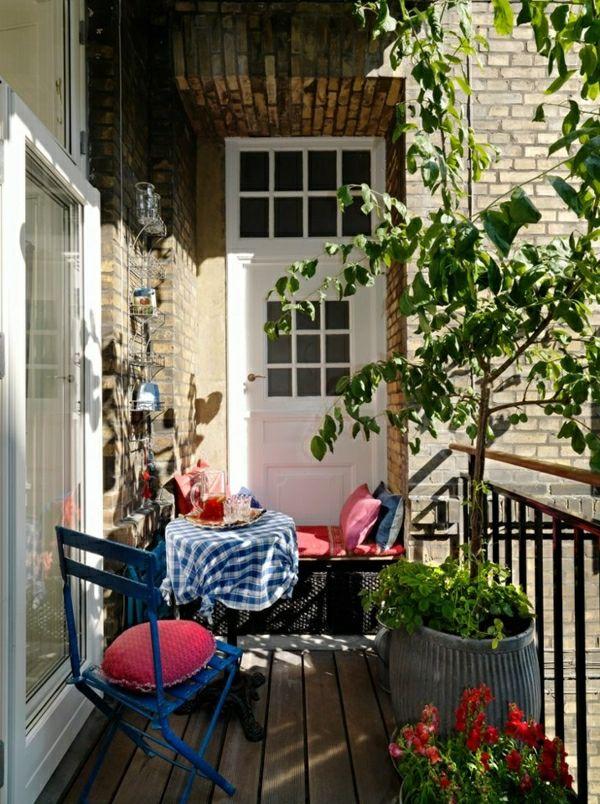 Kleine Balkone Schön Gestalten schöne loggia mit holzmöbel bepflanzung sitzgelegenheit hamburg