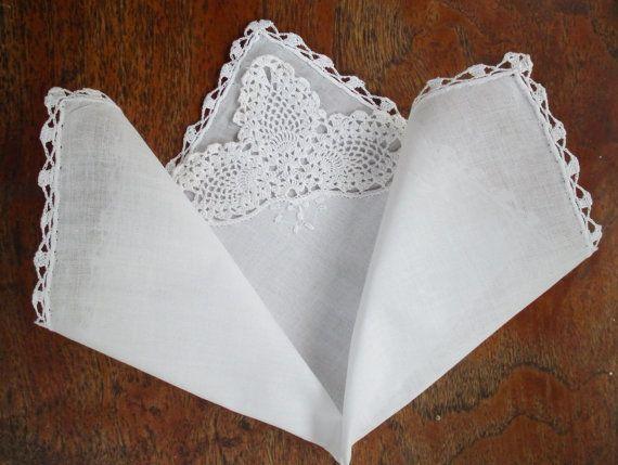 Vintage mouchoir blanc Fine Batiste avec bordure crocheté à la main et orné de dentelle coin blanc mariage mariée mouchoir mouchoir