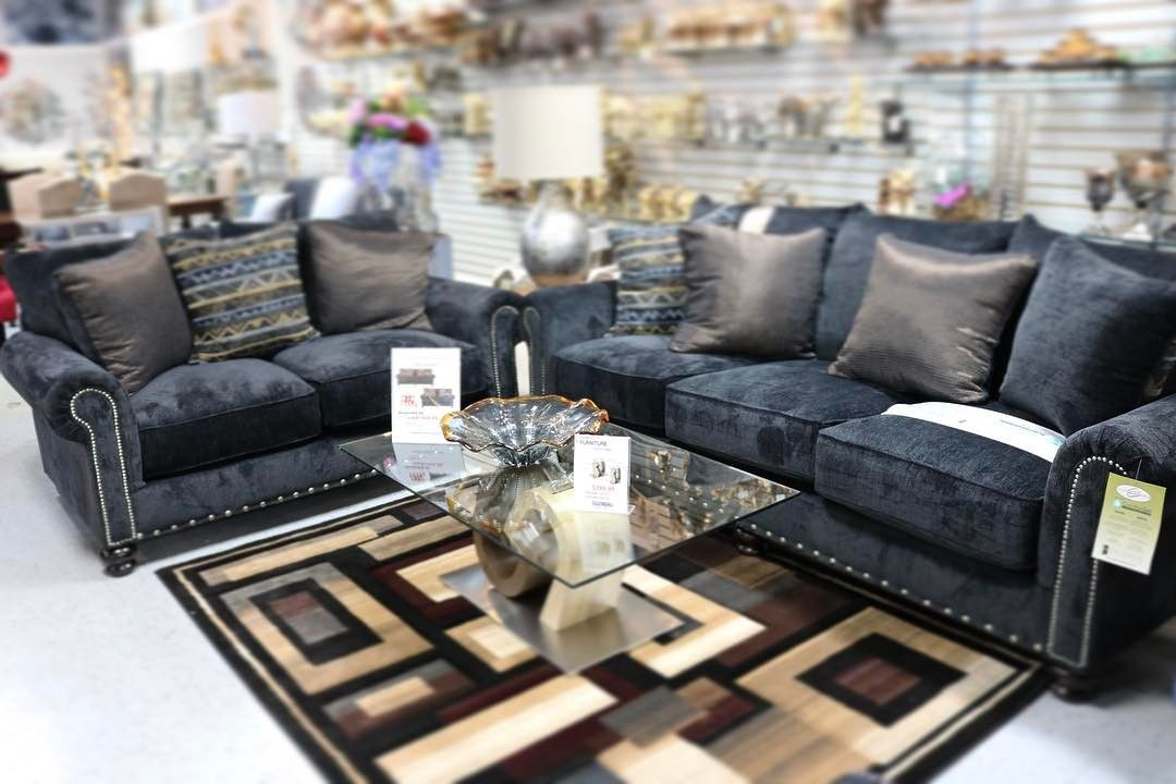 #furniture #homedecor #livingroom #couches #design #blue #gold #luxuryhome  #luxuryhomefurniture #lhf #luxury #dearborn #oakpark #dearbornheights  #redfordmi