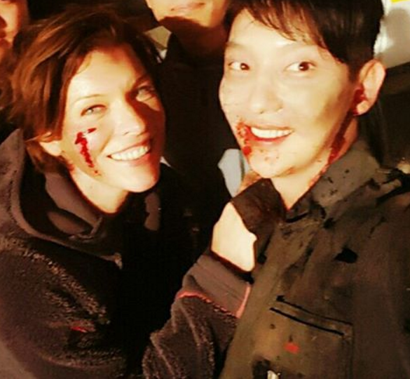 Lee Joon Gi Shares A Ghoulish Moment With Milla Jovovich During