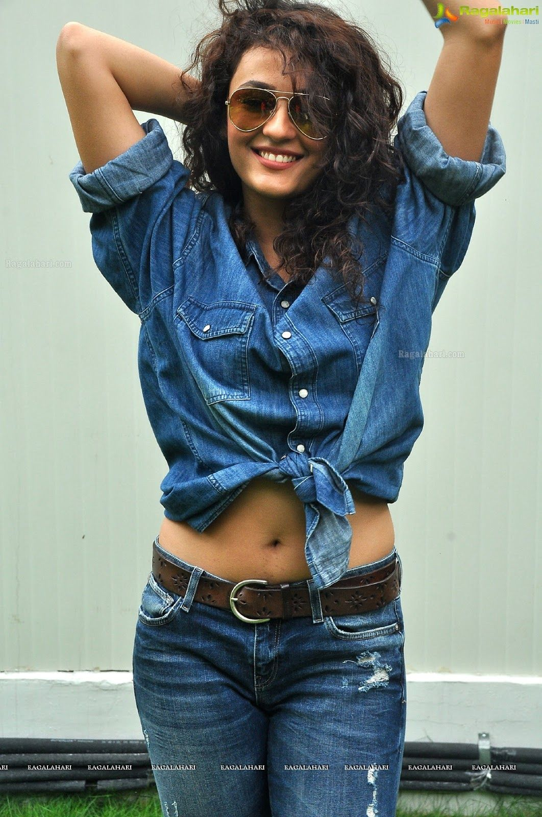 Pin By Aabnoosie Nuhsepehr On Shriya In 2020 Blue Jeans