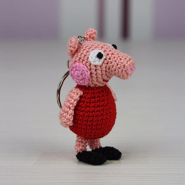 Crochet Pig Keychain | Muñeca amigurumi, Amigurumi, Llaveros | 640x640