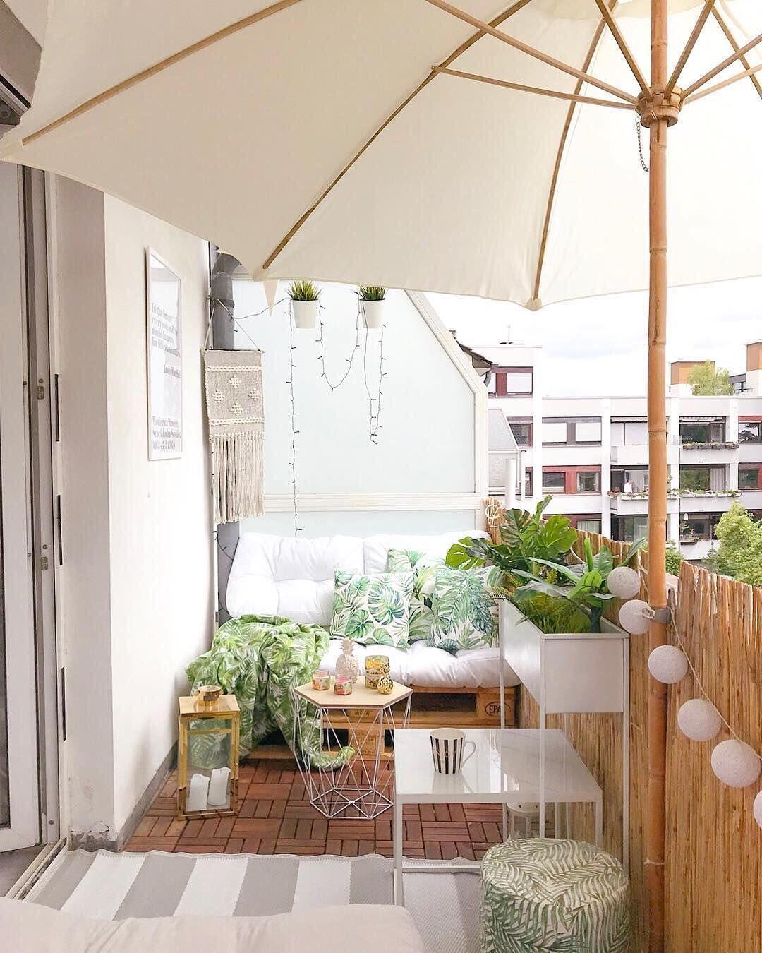 Eurem Balkon Oder Terrasse Fehlt Noch Der Letzte Sommer Feinschliff Dann Schaut Mal Uber Small Balcony Decor Apartment Balcony Decorating Balcony Furniture