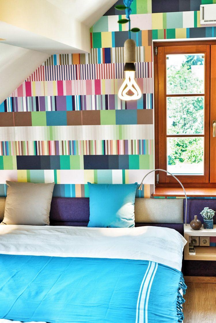 Betttkopfteil Mit Farbigem Stoff Beziehen Und Kleinen Nachttisch Daraufu2026  Schlafzimmer, Dekoration, Bett,