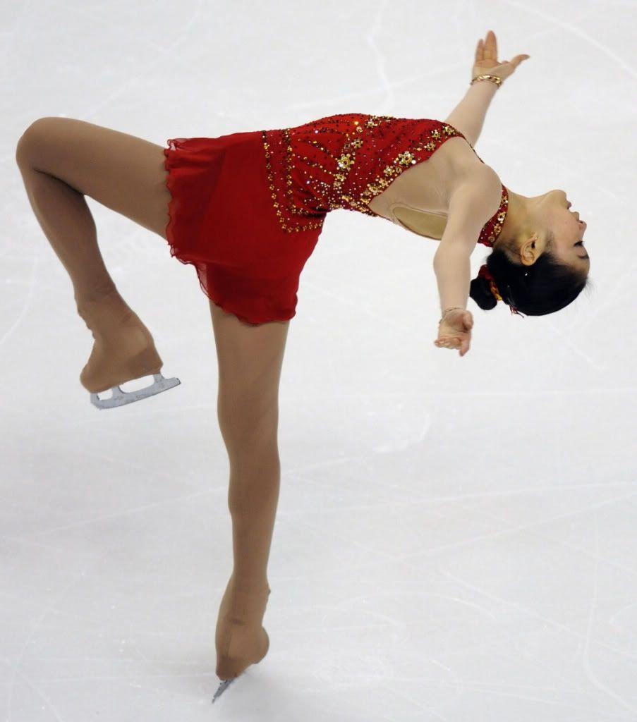 Yuna kim ice skating couture pinterest figure skating idol