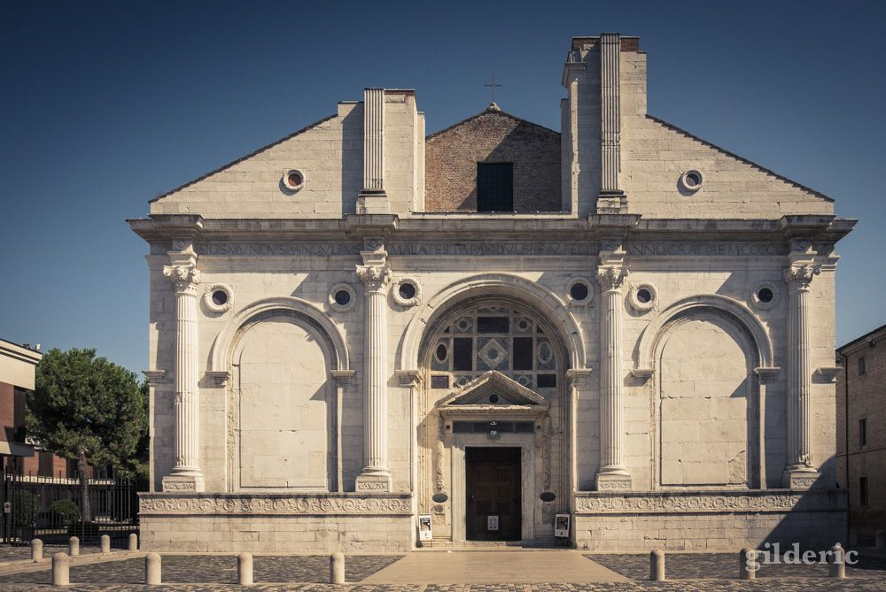 La ville balnéaire de Rimini est bien connue des touristes pour ses plages ensoleillées. C'est aussi la ville natale de Fellini. La ville s'en est souvenue en rebaptisant son aéroport. …