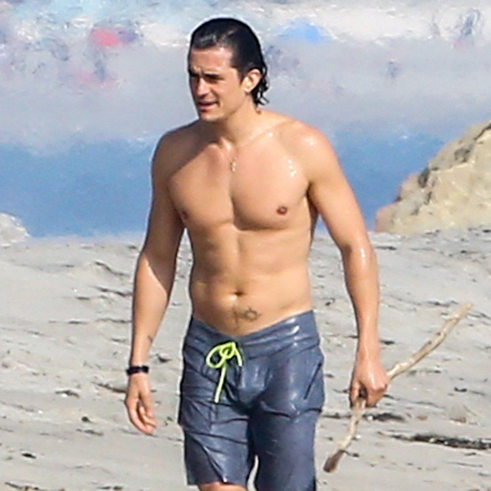 Orlando Bloom Looks Incredibly Ripped While Chatting Up