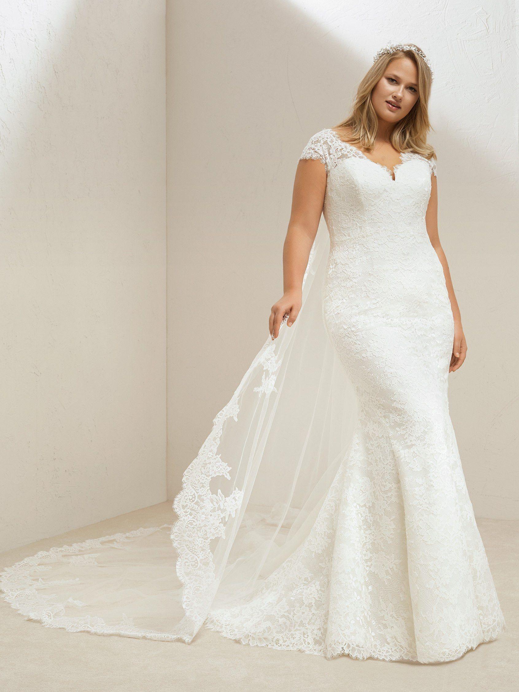 Lovely Plus Size Lace Mermaid Wedding Dress Pronovias Mali Plus Wedding Dresses Wedding Dresses Wedding Dress Styles Guide [ 2255 x 1691 Pixel ]