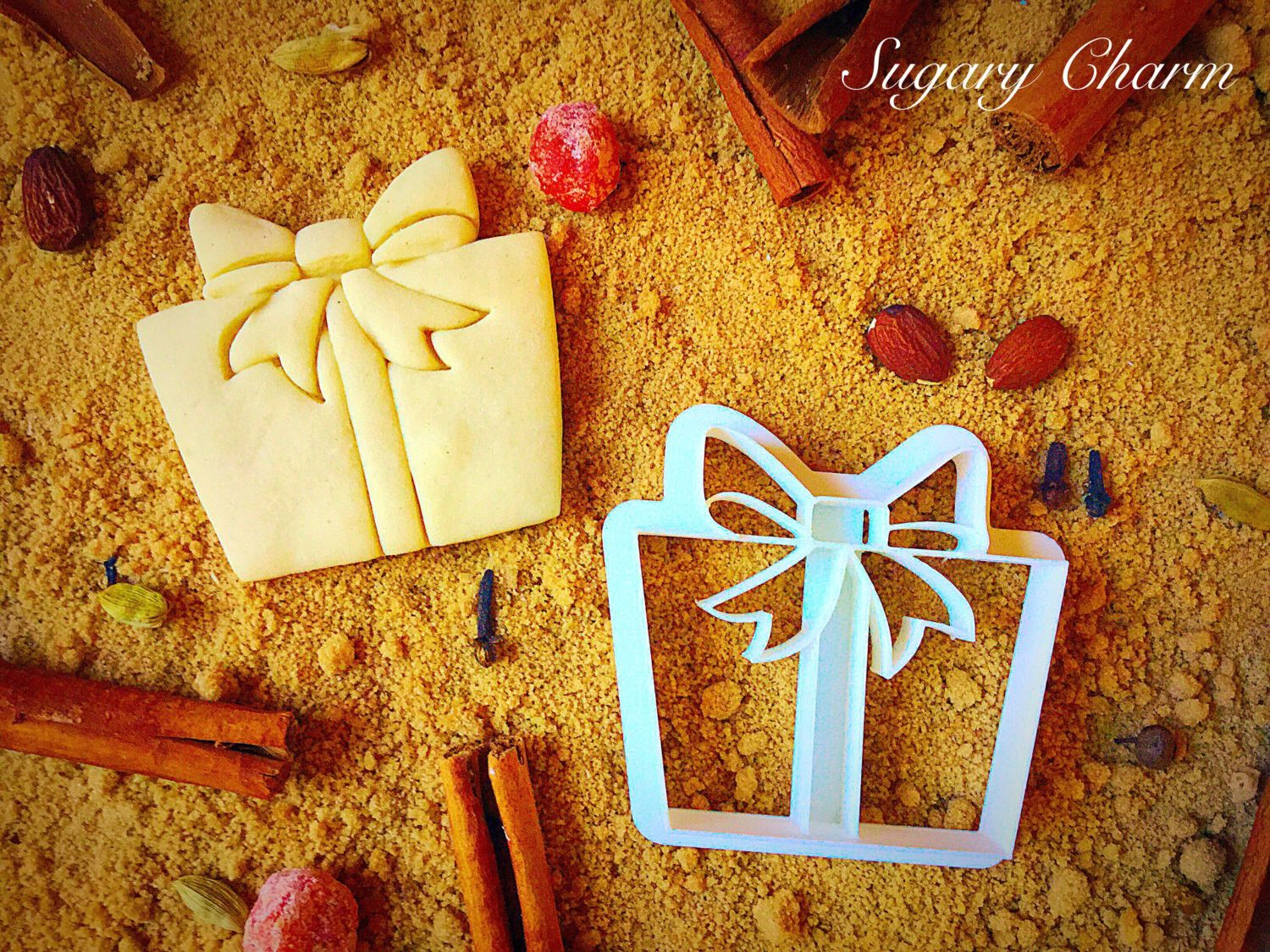Show off your great taste in delectable gifts with our Christmas Gift cookie cutter. Showcasing a beautiful bow, this lovely tapered box gift design is a decorating inspiration. The deep sides make fo More