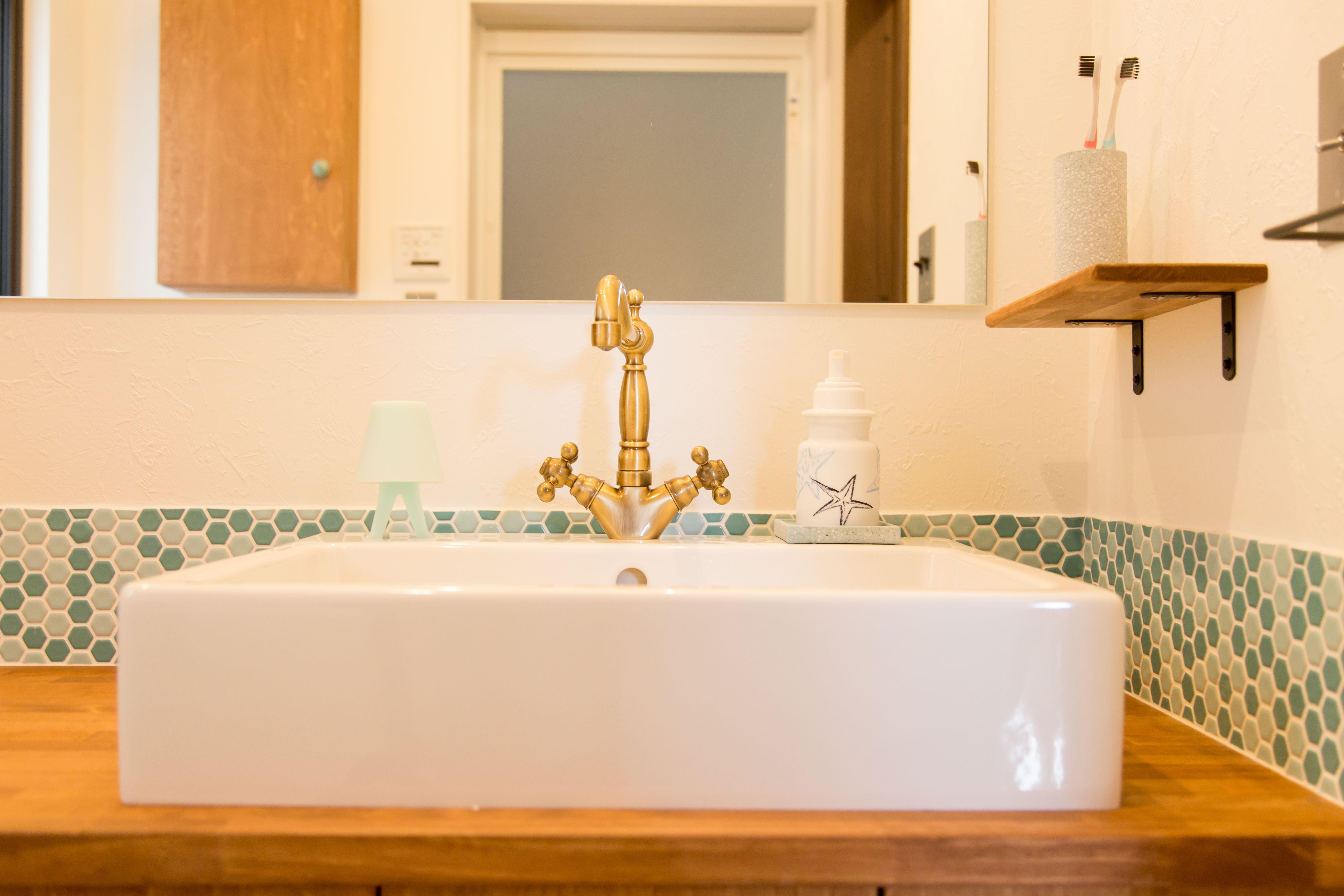 洗面器 手洗い器 水栓 洗面アイデア Bino Bino 中塚組 洗面 洗面所 洗面器 洗面台 タイル 蛇口 水栓 真鍮 洗面台 洗面器 玄関 手洗い