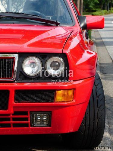 Kotflügelverbreiterungen einer roten italienischen Lancia Delta Integrale Sportlimousine der Achtziger und Neunziger Jahre in Wettenberg Krofdorf-Gleiberg