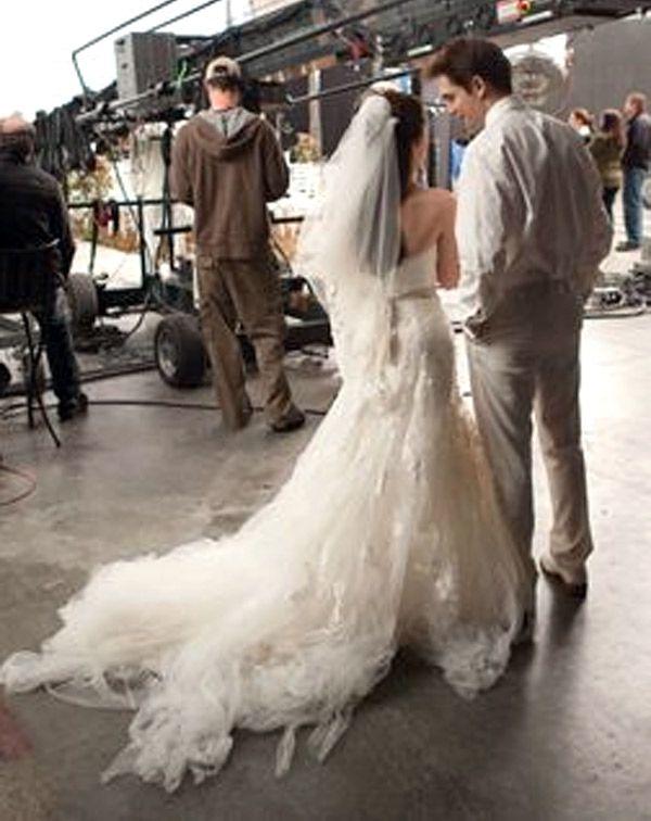 Breaking Dawn Wedding Dress Bella S Nightmare Wedding Gown Revealed Bella Wedding Dress Bella Wedding Dress Twilight Twilight Wedding