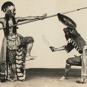 Thousands Of Photographs Of Indonesian Costumes Theatrical Performances And Dance Movements Taken By Scho Filipino Martial Arts Martial Arts Filipino Tattoos