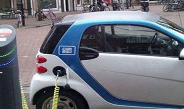 الصين تطرح سيارات كهربائية بـ3 آلاف دولار طرحت إحدى الشركات الصينية سيارة صغيرة جديدة تسير بالكهرباء بـ3 آلاف دولار فقط على موقعها للب Car Door Vehicles Car