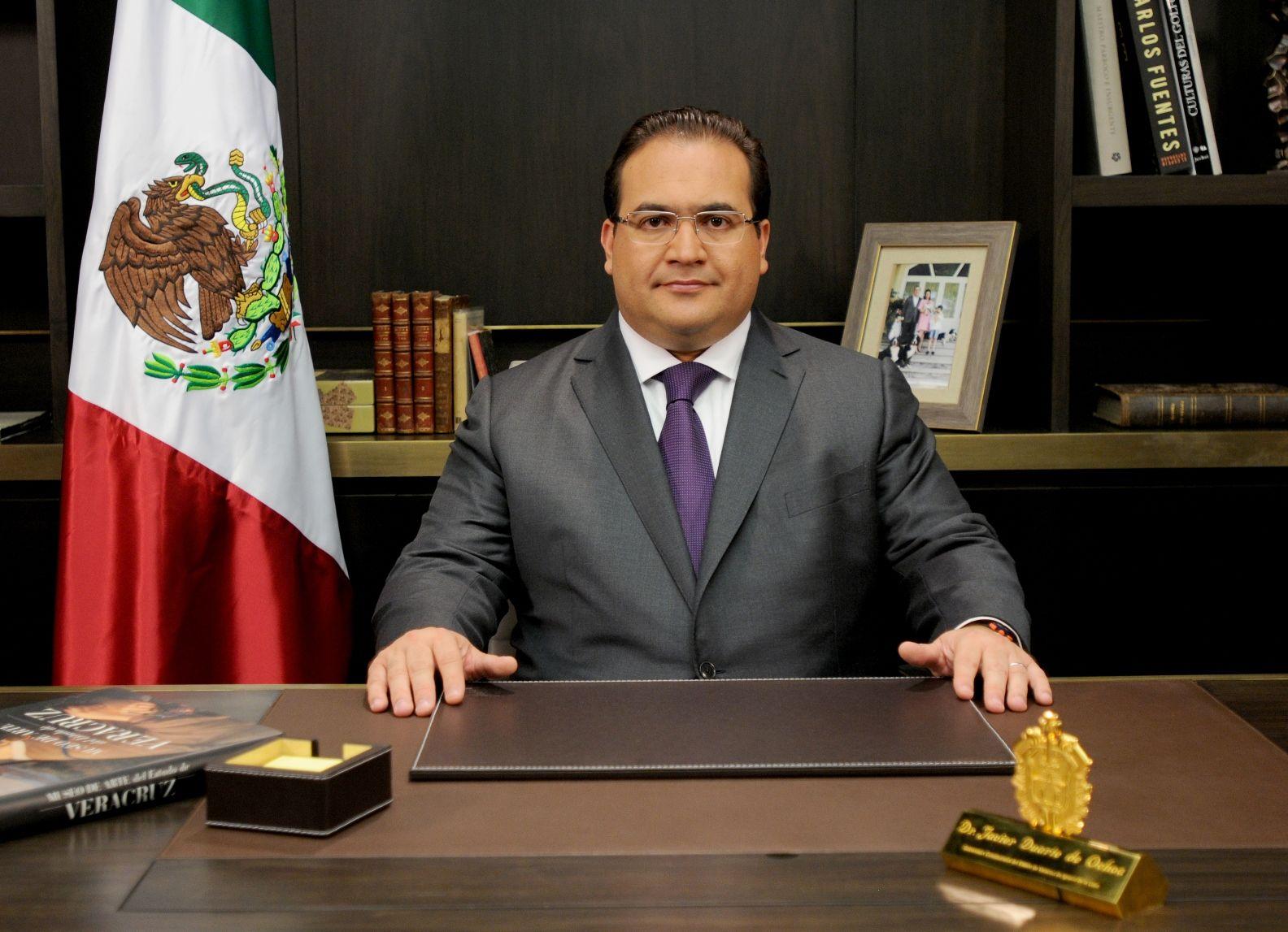 Durante un mensaje dirigido al pueblo veracruzano con motivo de las elecciones, el gobernador Javier Duarte de Ochoa manifestó que Veracruz cumplió con su deber democrático en una jornada electoral en la hemos decidido con entera libertad el rumbo que habremos de tomar.