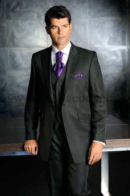 b73e83dc3d Con la corbata morada Trajes de novio 2012