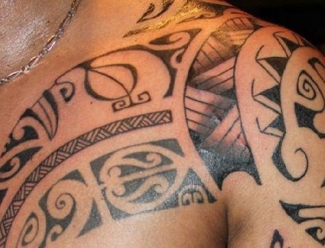 Tatouage Pectoraux Epaule Bras Tiki Maori Pinterest Maori