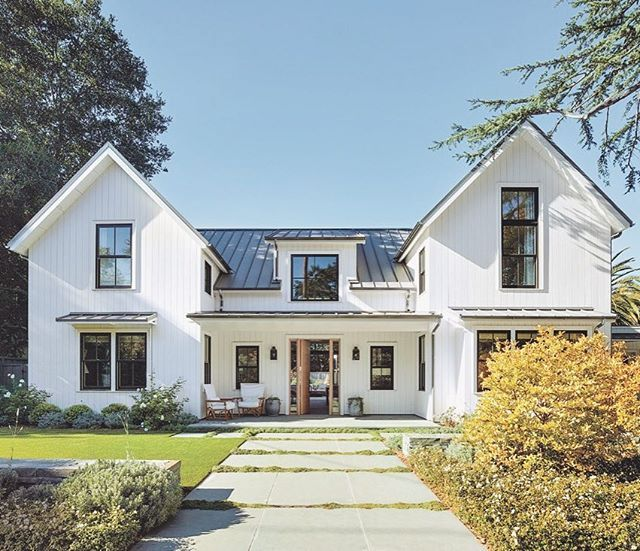 Traditional Meets Modern In This Contemporary Farmhouse With An Open Floor Plan In The Bay Area Modern Farmhouse Exterior Contemporary Farmhouse House Exterior